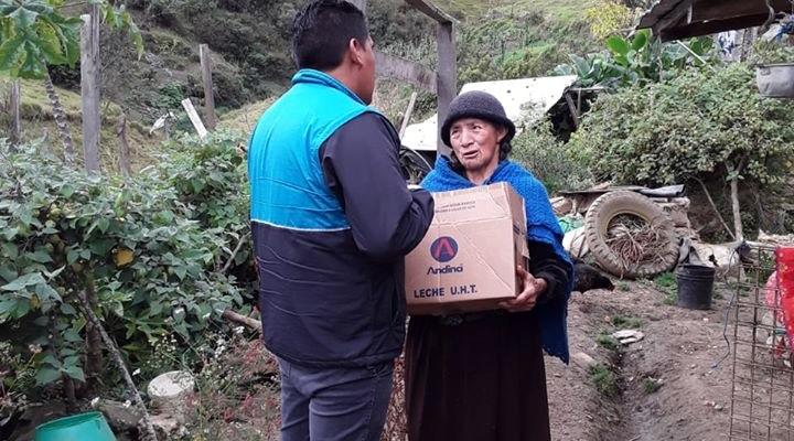 GAD PARROQUIAL Y FUNCIONARIOS DE LOS ADULTOS MAYORES ENTREGAN KITS ALIMENTICIOS PARA LOS SECTORES VULNERABLES DE NUESTRA PARROQUIA.